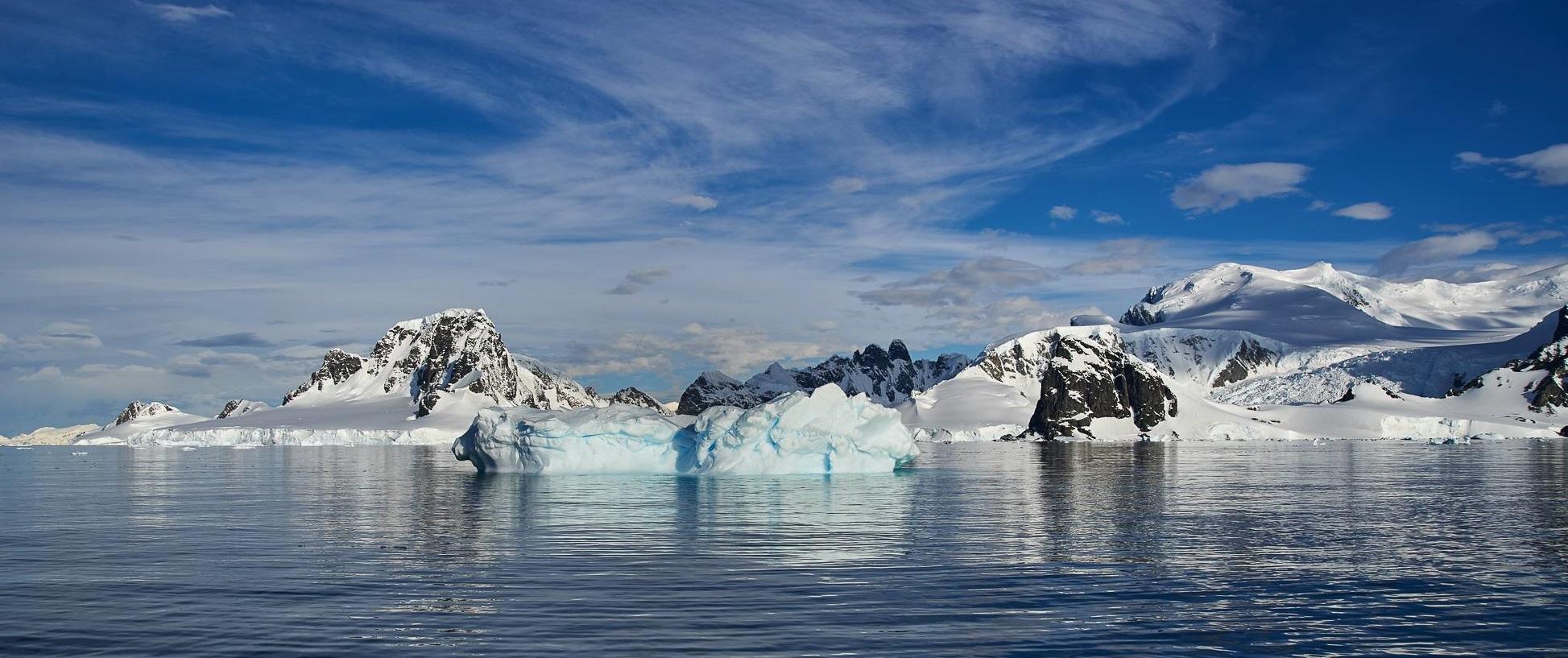 Antartcic-image-of-icebergs2.jpg